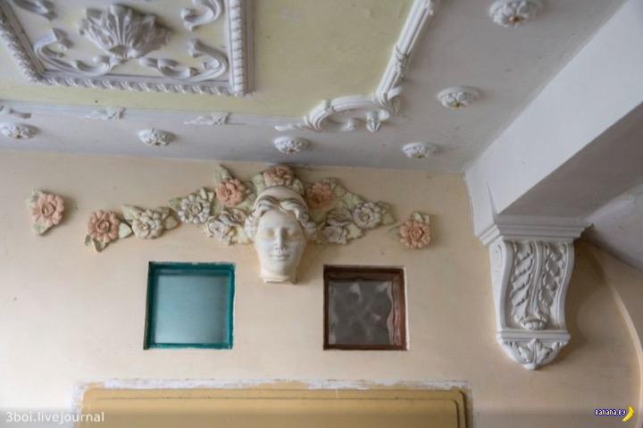 История одного подъезда в стиле барокко