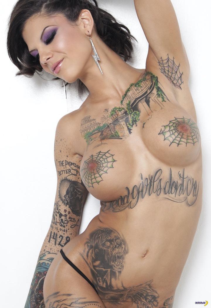 Порно актриса с татуировками в виде паутины на груди #9