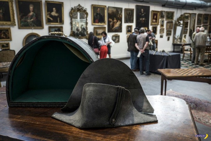 Треуголку Наполеона продали в очередной раз