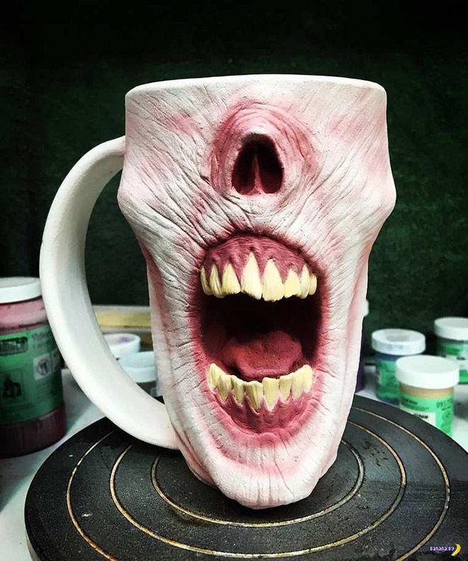 Чашки для кофе в видел голов зомби