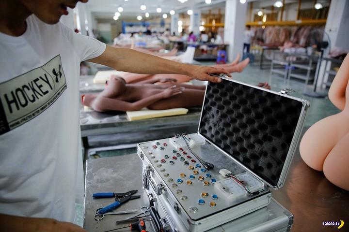 Китайская фабрика, где киберпанк и куклы для секса!