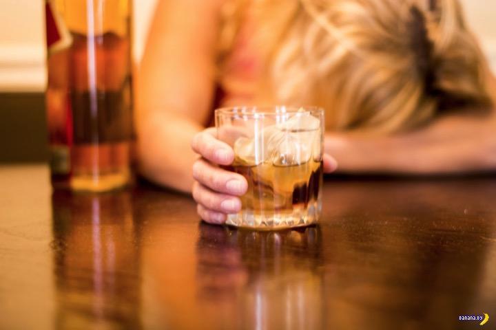 Мужик изнасиловал спящую в кафе девушку