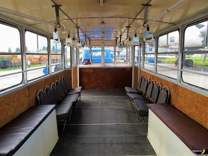 Это сейчас перронные автобусы, а раньше были автопоезда!