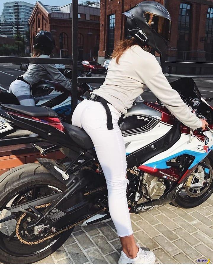 Красавица-мотоциклистка убилась в Москве