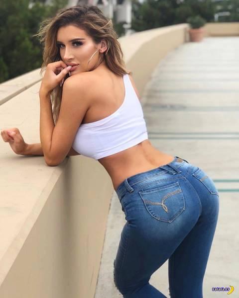 Затянутые в джинсы космические попы!
