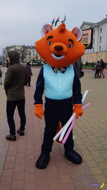 Брестский ОМОН пакует человека-лиса!