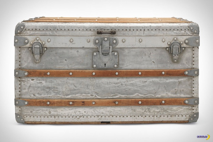 Алюминиевый чемодан Louis Vuitton