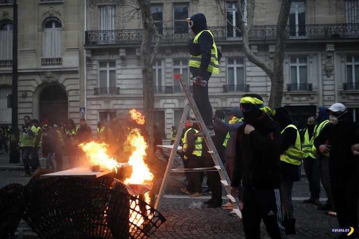 Париж прекрасен даже во время беспорядков!