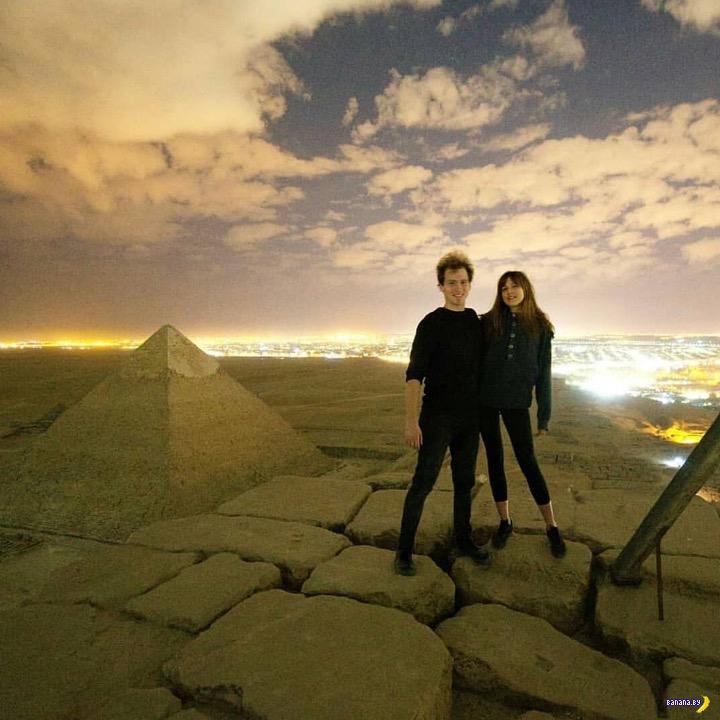 Египетские власти хотят наказать за секс на пирамиде