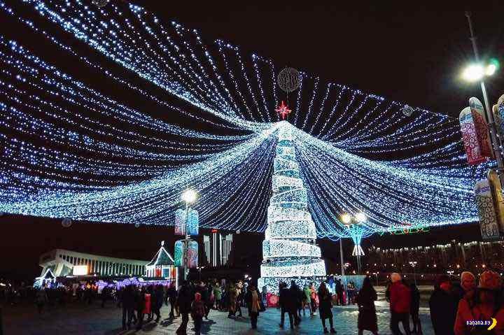 В Минске очень уж красивая ёлка!