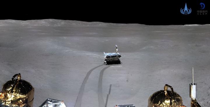 Китайцы шлют фото с Луны!