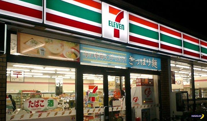 В японских магазинах убирают с полок порно