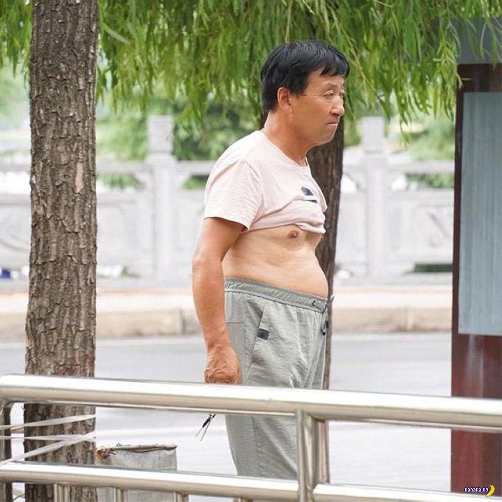 Подвернутая на груди майка в китайском стиле