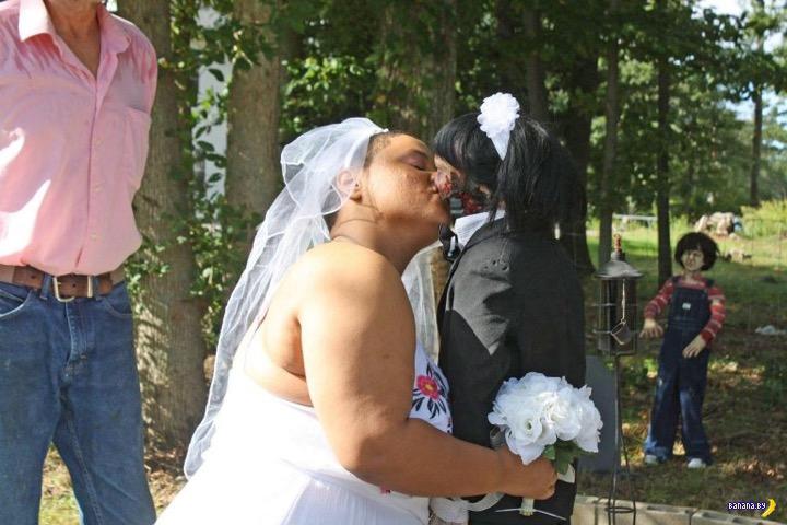 Вышла замуж за куклу-зомби