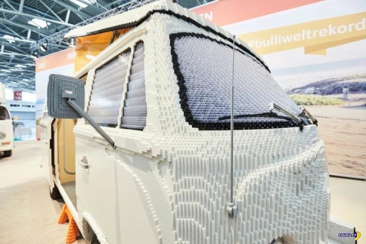 А теперь собрали Volkswagen T2 из LEGO