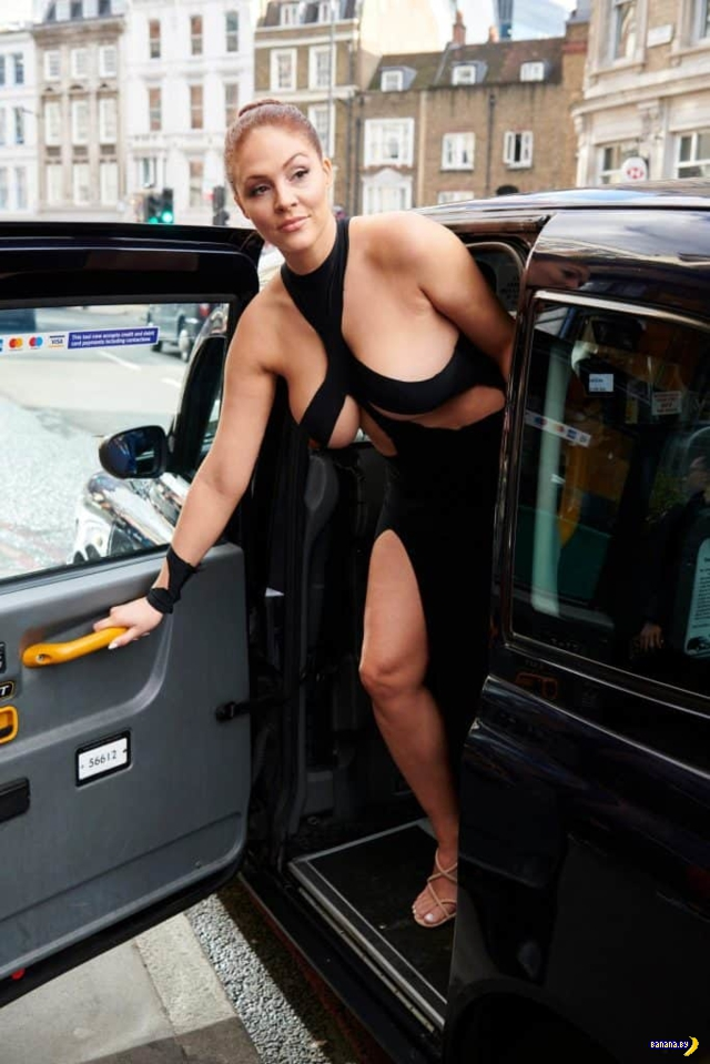 Модель выгуляла скандальное платье Ким Кардашян