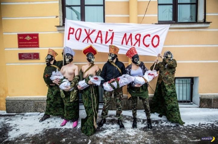 Питерские феминистки идут по стопам FEMEN