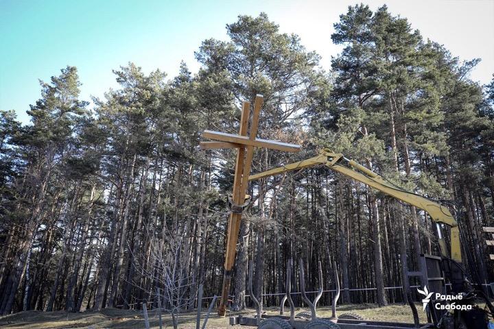 В Куропатах сносят кресты