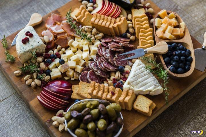 Россиянам хотят запретить ввозить сыр и хамон в страну