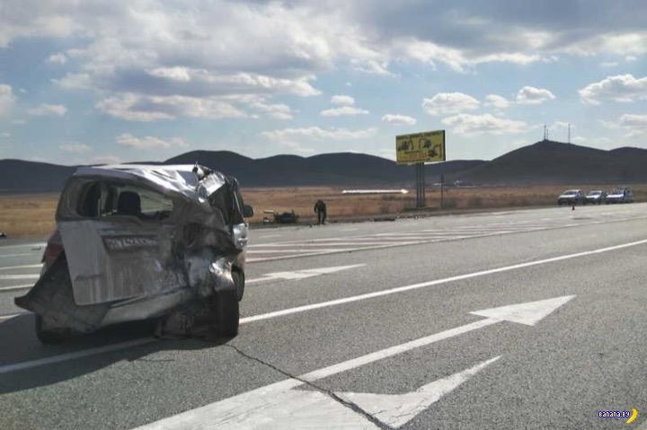 Мотоциклисты отчаянно убиваются на трассах