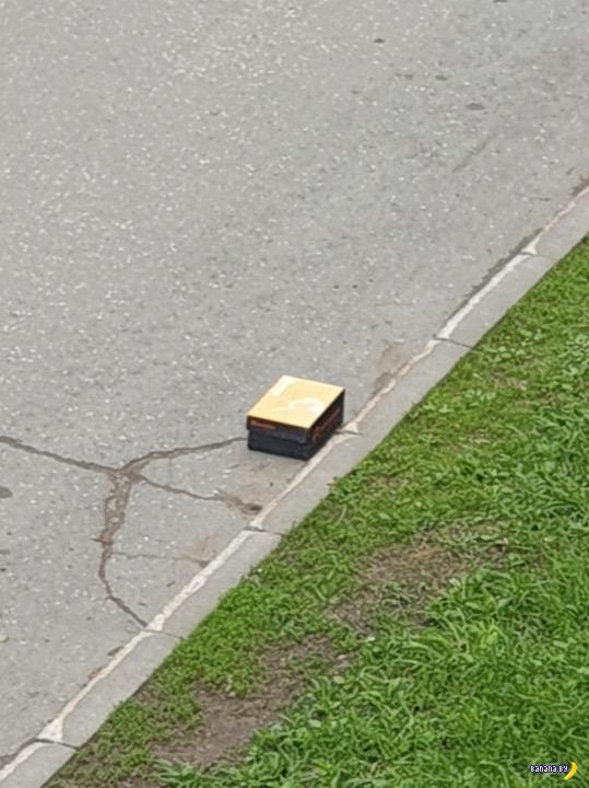Подозрительная коробка на обочине дороги