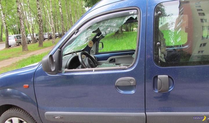 Мститель на велосипеде побил 35 автомобилей в Могилёве