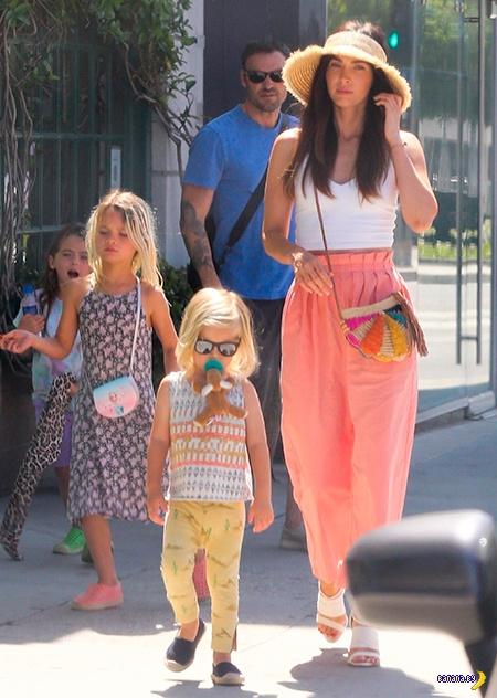 Меган Фокс и её девочки