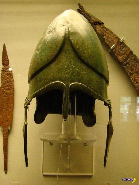 Модный фракийский шлем
