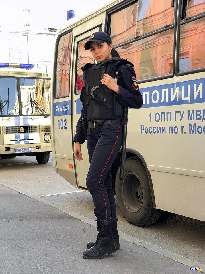 Конная полицайка!