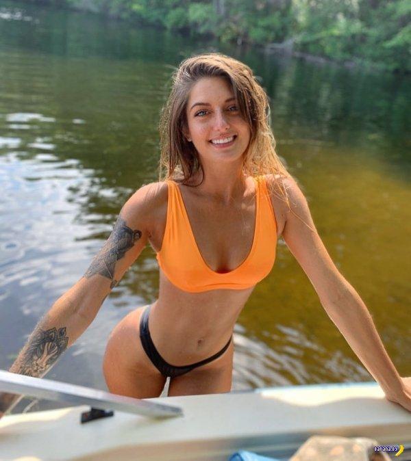 Жаркие девушки и ускользающее лето