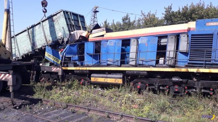 Машинист не заметил другой поезд