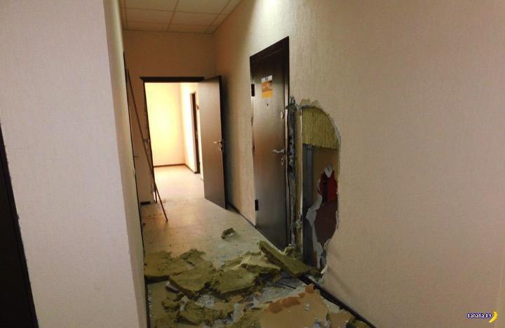 Проломали стену, утащили сейф