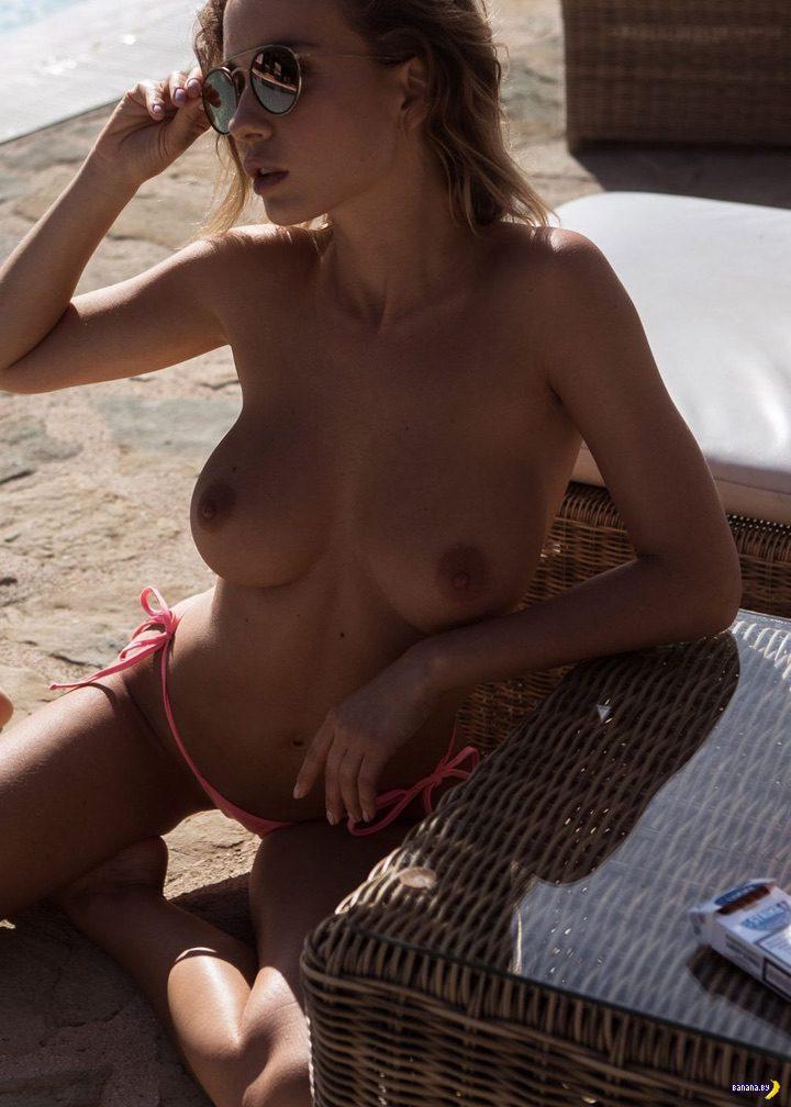 Наталья Андреева голая в бассейне!