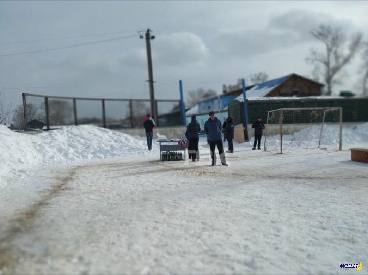 Удивительные призы на чемпионате по футболу на снегу