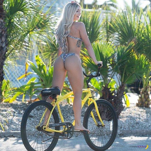 Сексуальные девушки и их велосипеды!