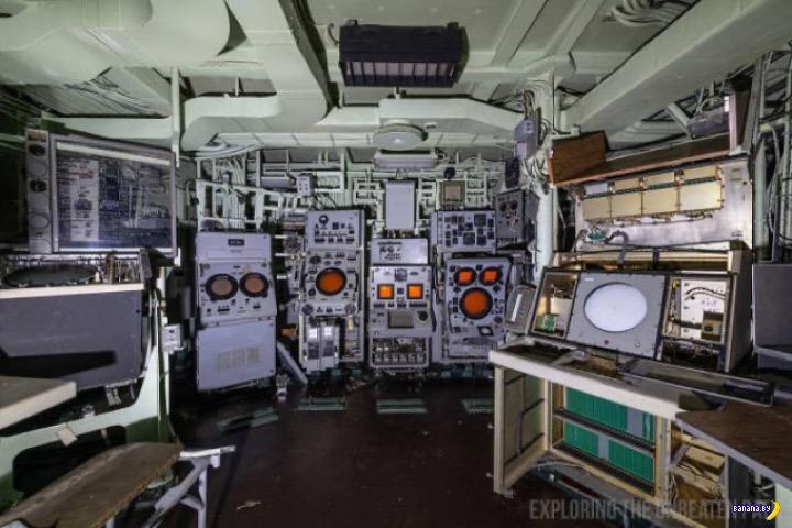 А что внутри списанных военных кораблей?