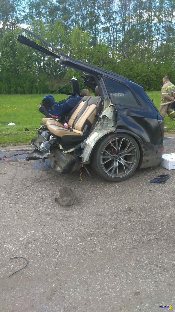Audi Q7 пополам