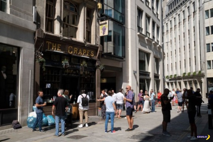 Британия готовится к открытию баров: что изменится?