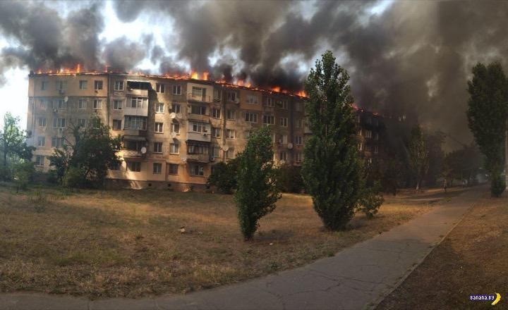 Красиво горела пятиэтажка в Новой Каховке