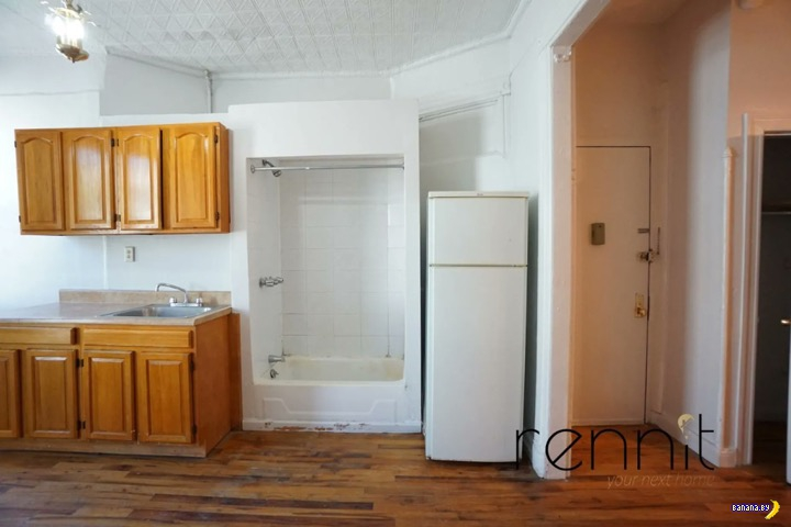 В Нью-Йорке визжат: душ на кухне!