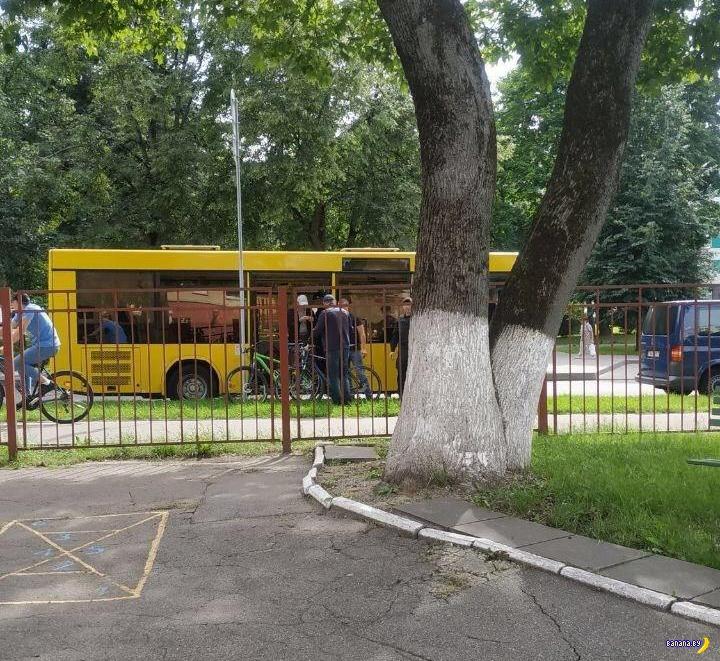 Белорусская милиция достала велосипеды!