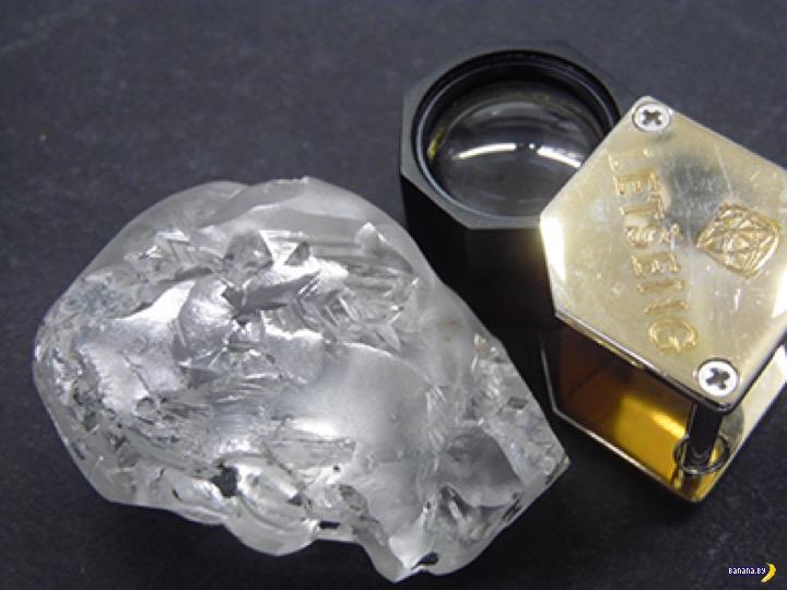 В ЮАР нашли алмаз на 442 карата