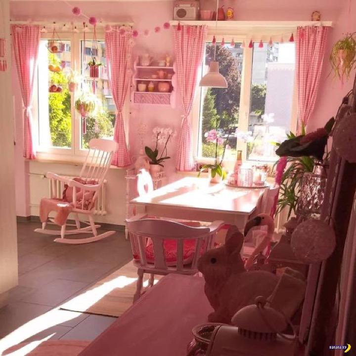 У училки крыша поехала по розовому цвету!