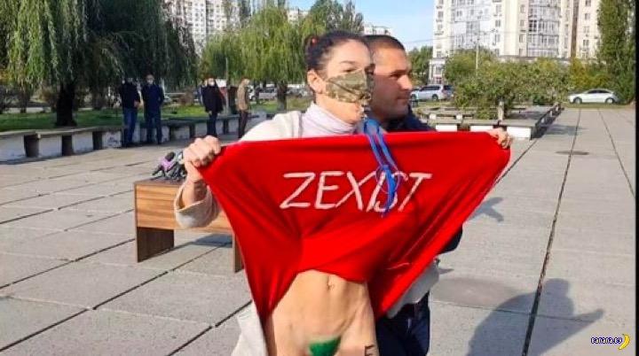 Сударыня из FEMEN показала Зеленскому зелёный лобок