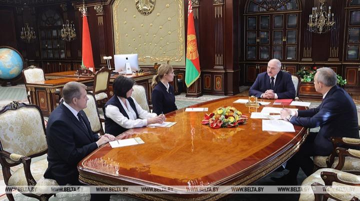 Лукашенко передумал про студентов