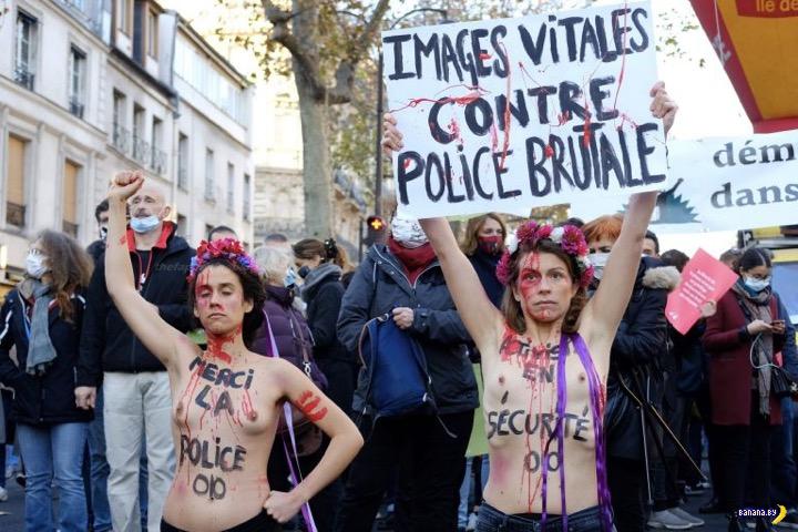 В Париже FEMEN протестовали против global security
