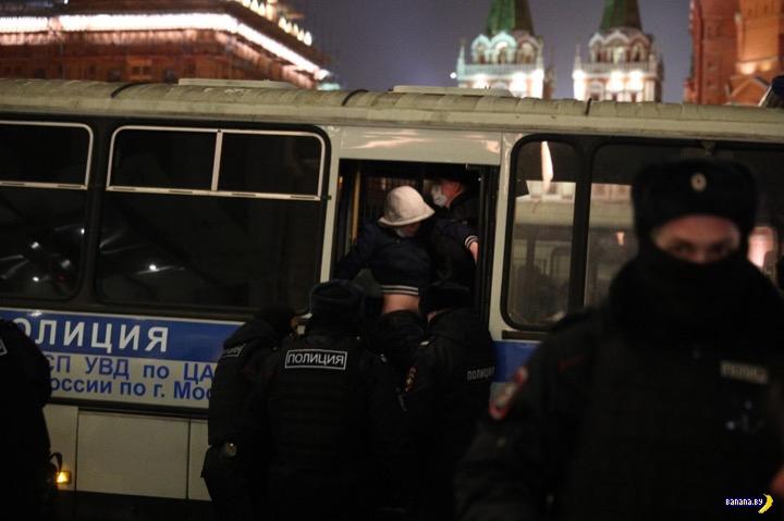 Задержания в России после приговора Навальному