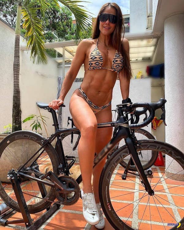 Сексуальные велосипедистки - 2