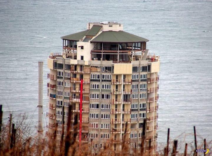 В Крыму сносят 15-этажку