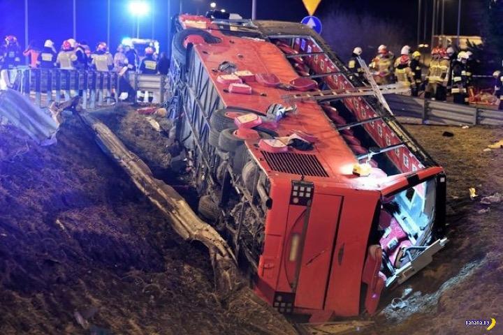 В Польше опрокинулся украинский автобус